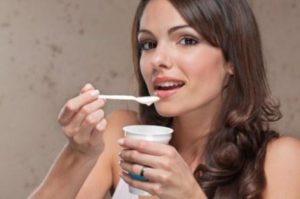 historia_do_iorgute_comendo_iogurte